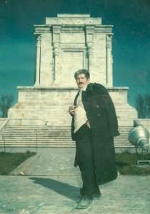 رجبعلی برقیان در مشهد، کنار آرامگاه فردوسی.